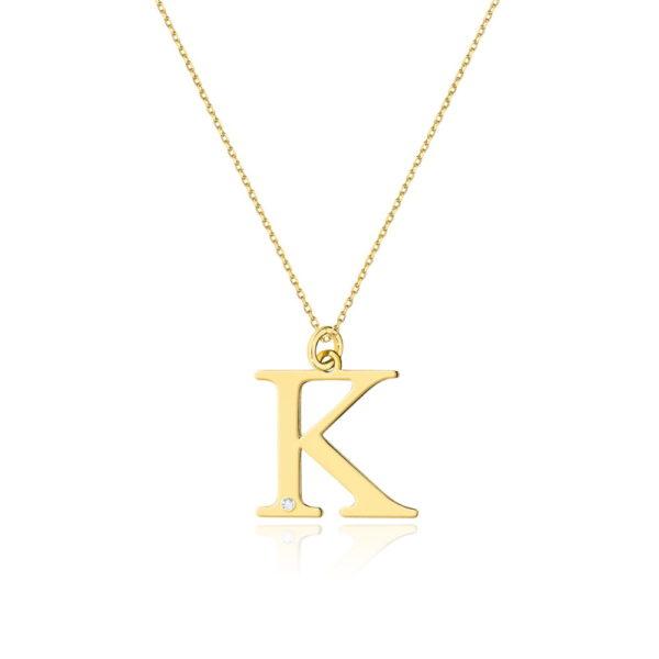 Złota zawieszka litera K z brylantem i łańcuszkiem